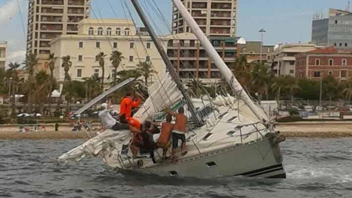Delicata operazione di soccorso in mare a largo di Civitavecchia.